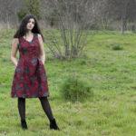 vestido vermello de saias ledas