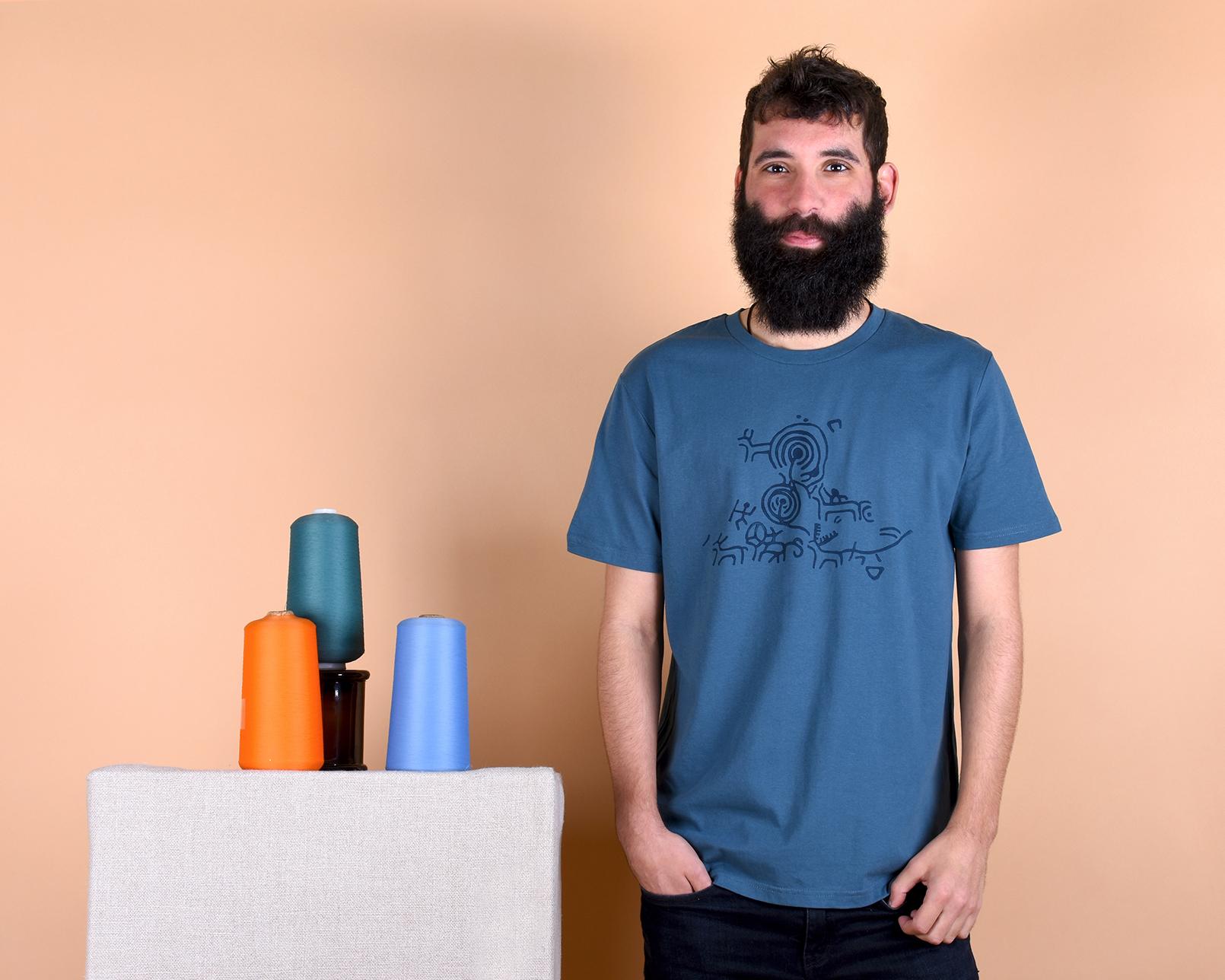 camiseta_hom_petroglifo_azul_1