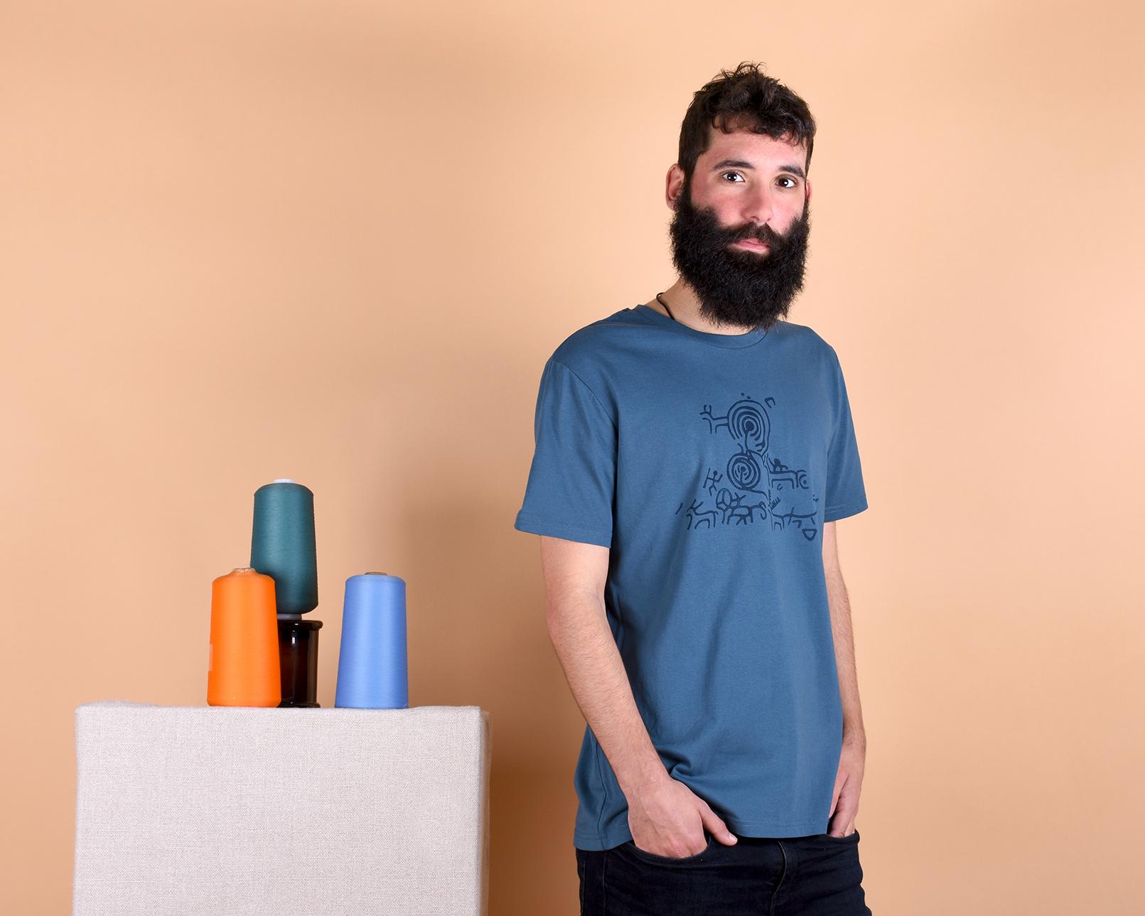 camiseta_hom_petroglifo_azul_2